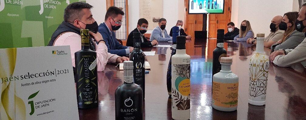 La Diputación aborda con los Jaén Selección 2021 la estrategia promocional de este año y la posibilidad de reducir el tamaño de sus botellas a 100 mililitros para algunas acciones