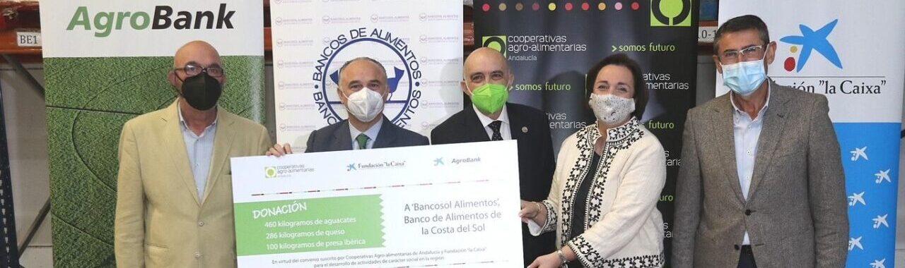 """Cooperativas Agro-alimentarias, Fundación """"la Caixa"""" y CaixaBank donan más de 15.500 kilos en productos a los Bancos de Alimentos de Andalucía Oriental, de los que 3.540 litros son de aceites de oliva"""