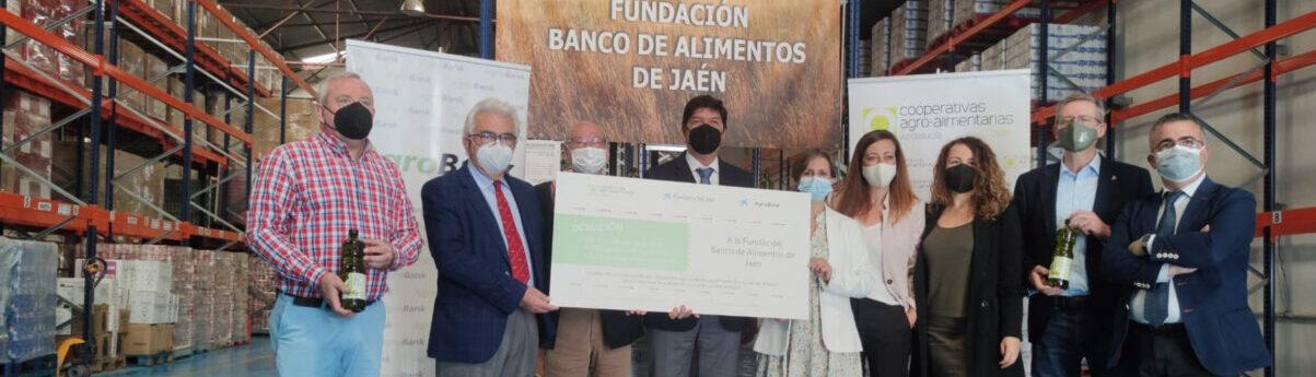 """Cooperativas Agro-alimentarias, Fundación """"la Caixa"""" y CaixaBank entregan más de 1.500 kilos de alimentos al Banco de Alimentos de Jaén"""