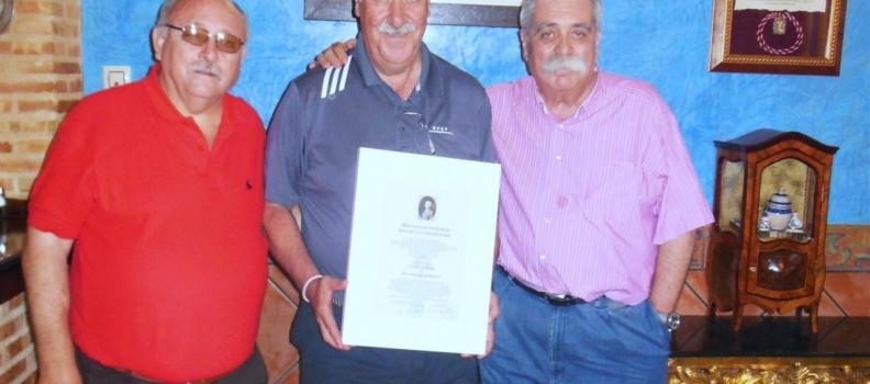Del Bosque visita la sede que la Cuchara de Palo dedica al aceite solidario en Carboneros