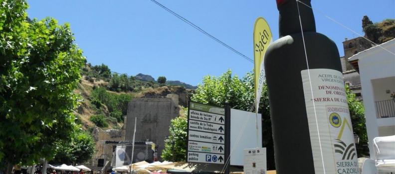 La DO Sierra de Cazorla y el Ayuntamiento promocionan el aceite virgen extra en el BluesCazorla