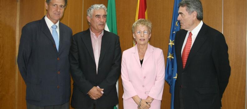 Víboras aborda con las organizaciones profesionales y las cooperativas la situación del sector