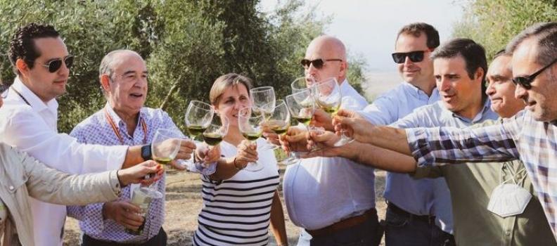 Oleícola Jaén celebra su 40 campaña con su tradicional desayuno campero en el segundo día de cosecha