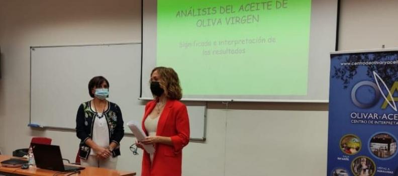 La sede Antonio Machado de Baeza realiza una nueva edición de la Jornada de Cata de AOVE para maestros y operarios de almazaras