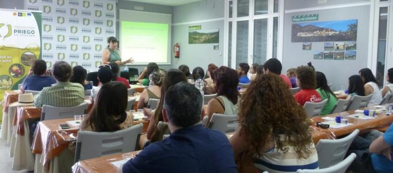 La DO Priego de Córdoba imparte una cata a los alumnos del curso de artes plásticas