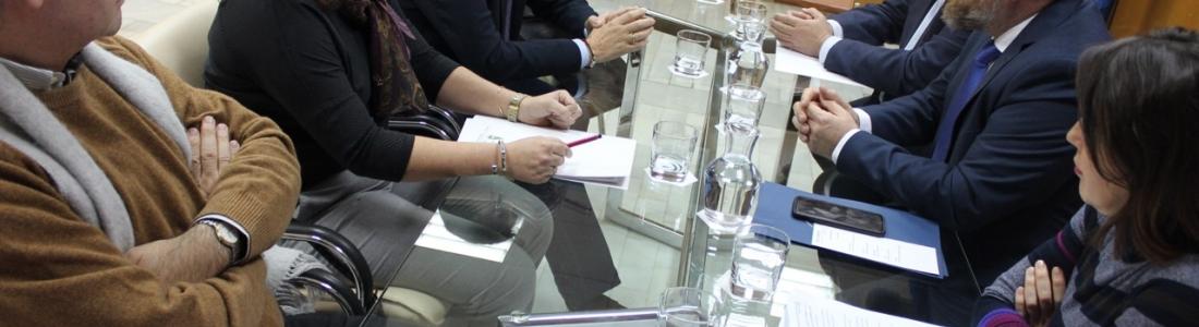 El consejero de Agricultura apuesta por la integración en el sector oleícola para ganar dimensión