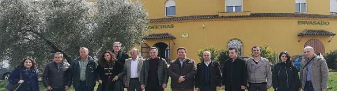Visita de una delegación de Turquía a la cooperativa San Vicente de Mogón