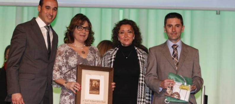 La Junta distingue con una Bandera de Andalucía al equipo investigador de Oleicopiel
